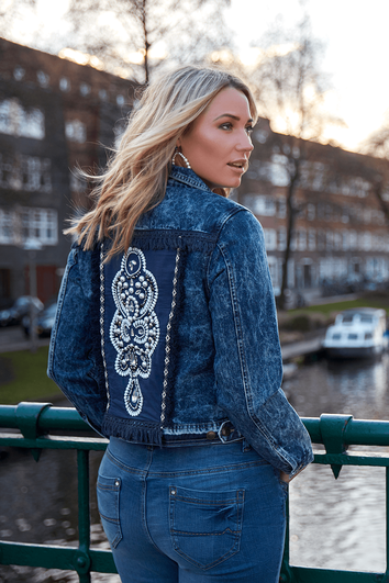 Veste en denim avec fausses perles de culture